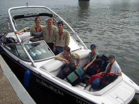 Gruppenbild auf dem Boot der Luxemburger